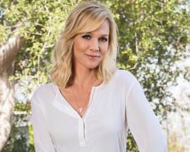 Photo of Actress Jennie Garth Joins Go RVing Campaign