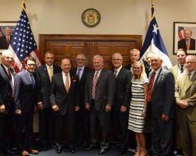 Photo of Recreation Industry Leaders Thank Wilbur Ross Jr.